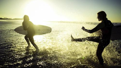 Camilla-Kemp-Surfing