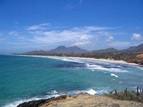 Playa-El-Agua-Isla-Margarita-Venezuela