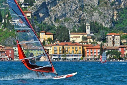 Виндсерфинг в Италии, доска. парус, волна, ветер