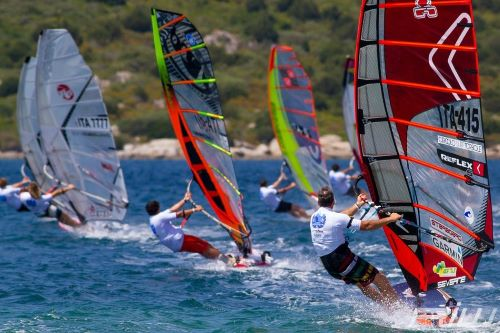 Виндсерфинг в Италии, спорт, доска, парус. Сардиния,экстрим в море