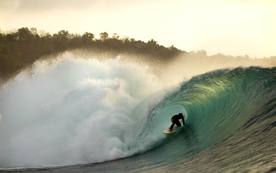 серфинг, мадагаскар. побережье. доска. волна